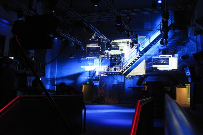 Projektname: Savitri – Berghain Berlin |Auftraggeber: Rundfunkchor Berlin | Leistungen: technische Leitung und Umsetzung, Setbau | Foto: © Trollwerk