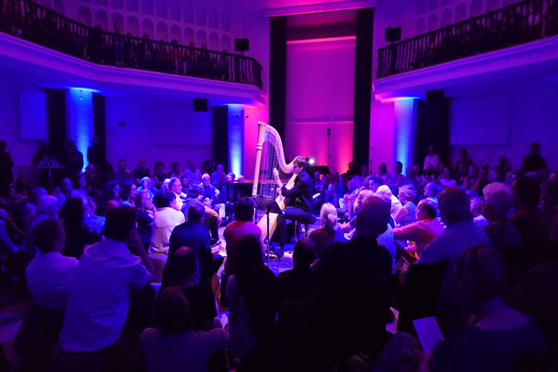 Projektname: Lounge – silent green, Berlin | Auftraggeber: Rundfunkchor Berlin | Leistungen: Licht und Ton | Foto: © Trollwerk